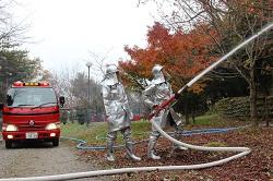 消防団による消火活動