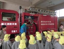 みんな消防車に夢中でした
