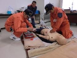 AEDを使用した心肺蘇生法(しんぱいそせいほう)