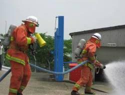 消防隊による消火訓練