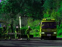 豊田市中消防署の指揮調査隊の指示で活動するみよし消防隊