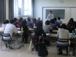 基礎知識の講義は、経験豊富な救急救命士が担当します。