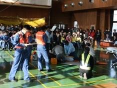 近隣消防本部、医療関係の学生の皆さんなど、大勢の見学者が見つめるなか発表会を行いました。