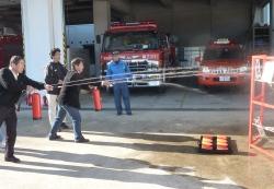 水消火器を使った消火訓練2