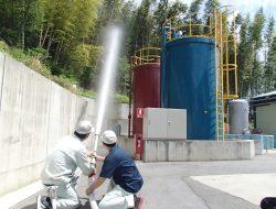 屋外消火栓から放水開始!