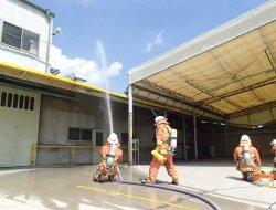 消防隊到着!放水開始!