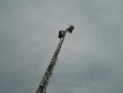 はしご用リフターが伸びていく様子