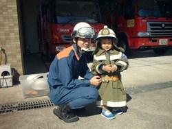 子供用防火衣の着装